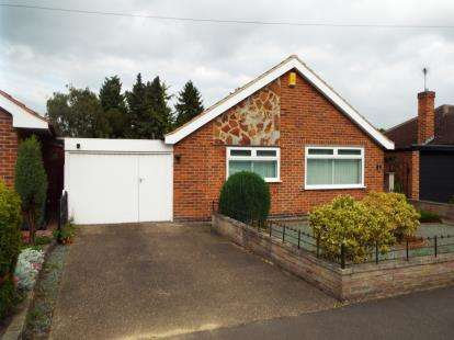 2 Bedrooms Bungalow for sale in Rivergreen Crescent, Bramcote, Nottingham, Nottinghamshire