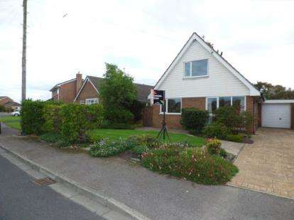 4 Bedrooms Bungalow for sale in Birkdale Avenue, Rossall, Fleetwood, Lancashire, FY7