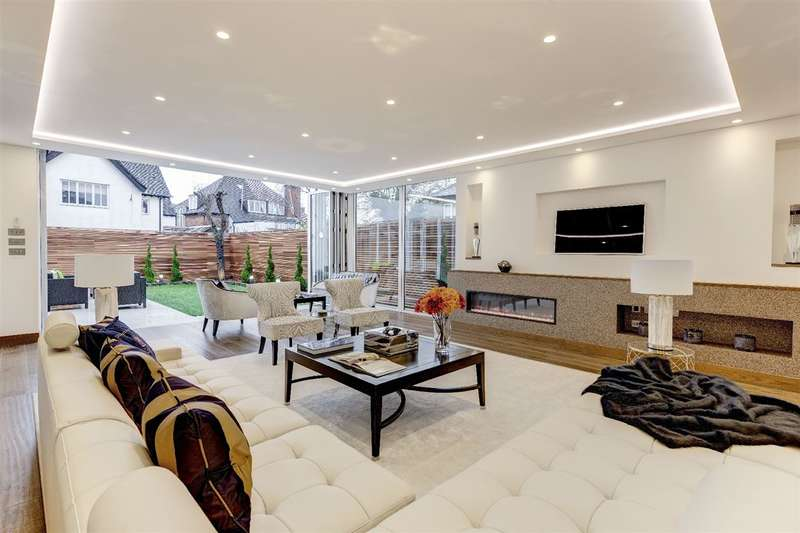 4 Bedrooms Detached House for sale in Park Avenue, Golders Hill Park, NW11