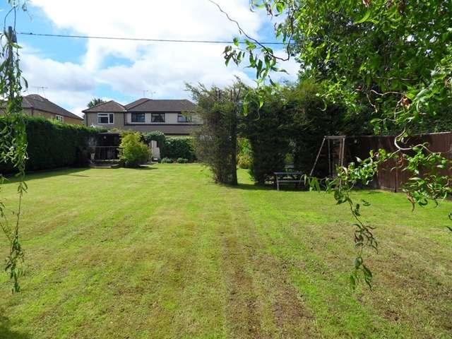 4 Bedrooms Semi Detached House for sale in Binfield Road, Priestwood, Bracknell