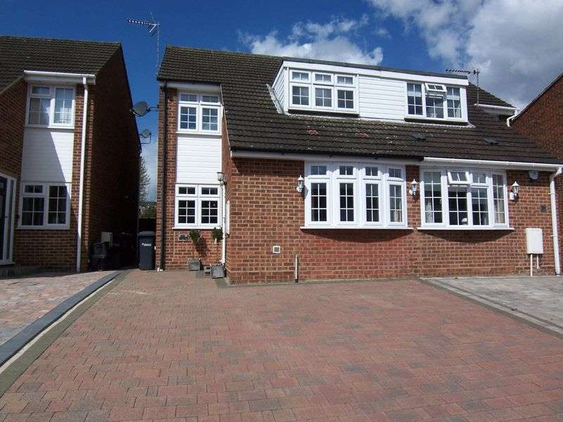 3 Bedrooms Semi Detached House for sale in Buryholme, Broxbourne