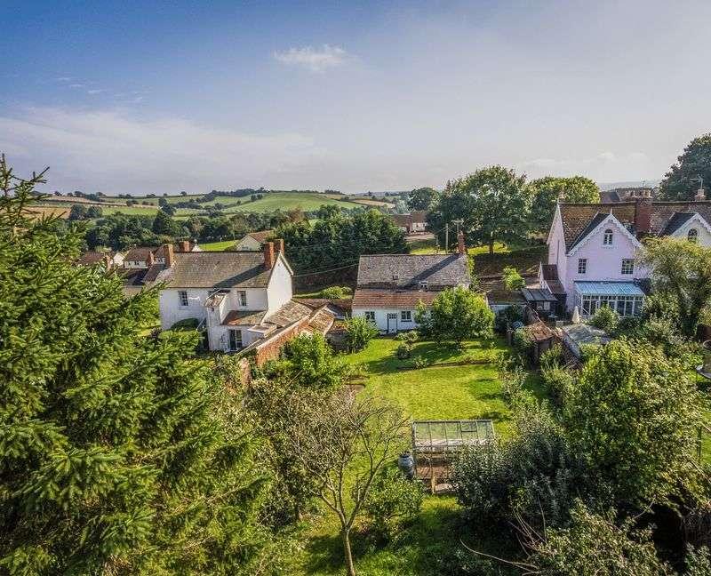4 Bedrooms Detached House for sale in Shobrooke Village