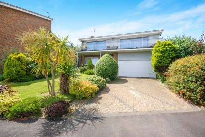 5 Bedrooms Detached House for sale in Seaview, Isle Of Wight