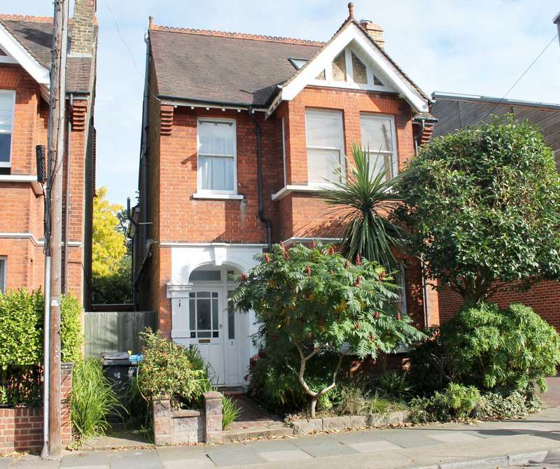 4 Bedrooms Detached House for sale in Montem Road, New Malden