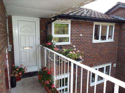 1 Bedroom Flat for sale in The Common, Halton, Runcorn, Cheshire, WA7