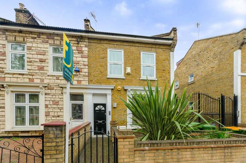 2 Bedrooms Flat for sale in Chobham Road, Stratford, E15