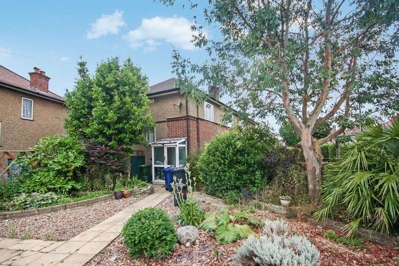 2 Bedrooms Flat for sale in Hughenden Gardens, Northolt