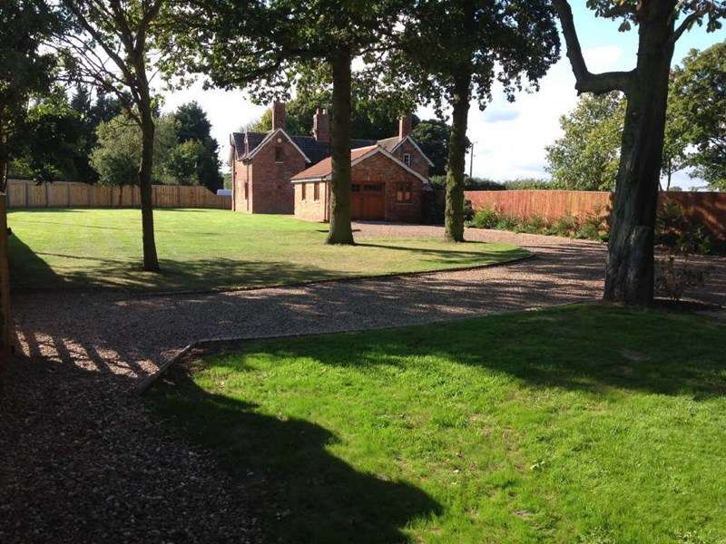 2 Bedrooms Semi Detached House for sale in Enholmes Farm Cottages, Patrington,