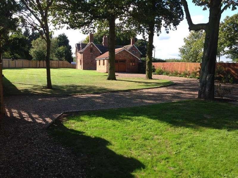 2 Bedrooms Semi Detached House for sale in Enholmes Farm Cottages, Patrington,