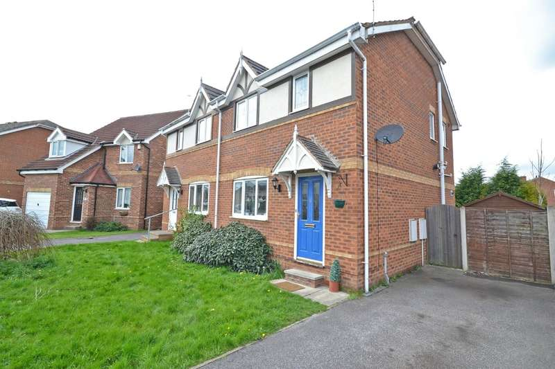 3 Bedrooms Semi Detached House for sale in Briary Close, Wakefield