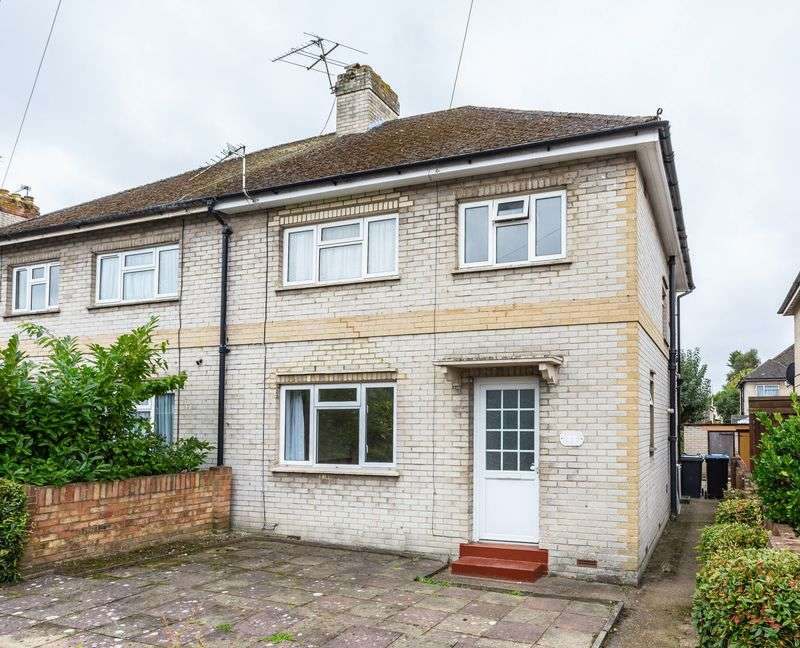 3 Bedrooms Semi Detached House for sale in Almond Close, Englefield Green