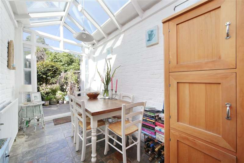 2 Bedrooms Terraced House for sale in Barchard Street, Wandsworth, London, SW18