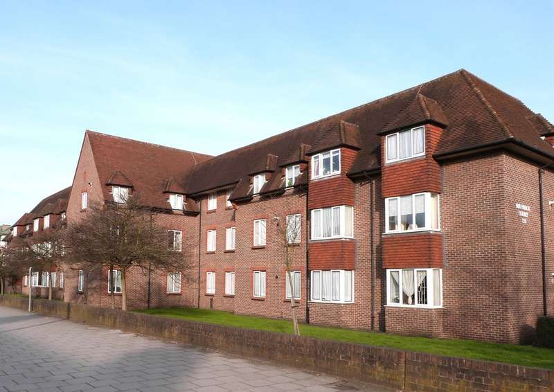 1 Bedroom Flat for sale in BIRNBECK COURT, FINCHLEY ROAD, TEMPLE FORTUNE, LONDON, NW11