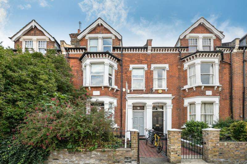 3 Bedrooms Flat for sale in Knatchbull Road, Myatt's Field, London, SE5