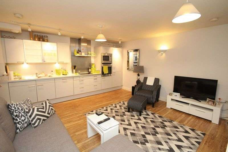 2 Bedrooms Flat for sale in Meadowcroft House, Meadowcroft Lane, Bamford OL11 5HG
