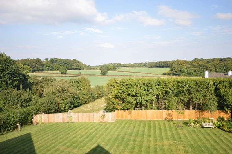 3 Bedrooms Flat for sale in Penn Road, Beaconsfield