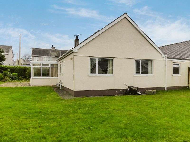 4 Bedrooms Detached Bungalow for sale in Llanrug