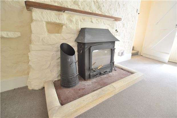 2 Bedrooms Cottage House for sale in Spring Lane, Cleeve Hill, GL52 3PY