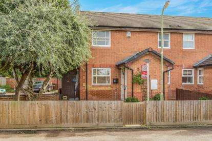 1 Bedroom Semi Detached House for sale in Waltham Gardens, Banbury, Oxfordshire, Oxon