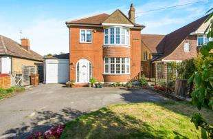 3 Bedrooms Detached House for sale in Watling Street, Rochester, Kent, .