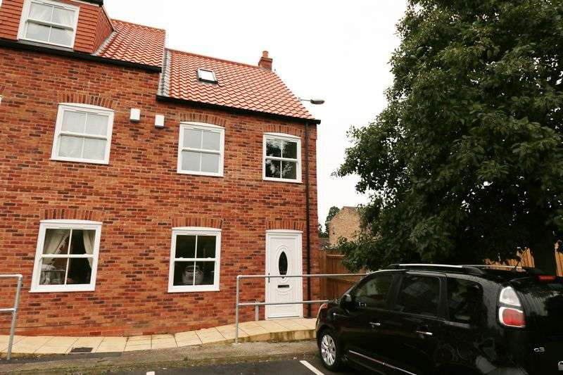 3 Bedrooms Terraced House for sale in Angel Court, Market Place, Brigg