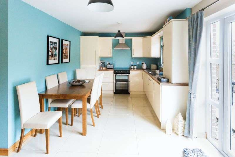 4 Bedrooms Terraced House for sale in Drummond Manor, Limavady, BT49