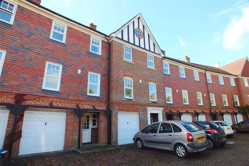 4 Bedrooms Terraced House for sale in Elvetham Crescent, Fleet, Hampshire, GU51
