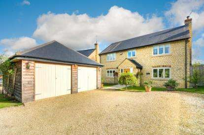 5 Bedrooms Detached House for sale in The Close, Thornton, Milton Keynes