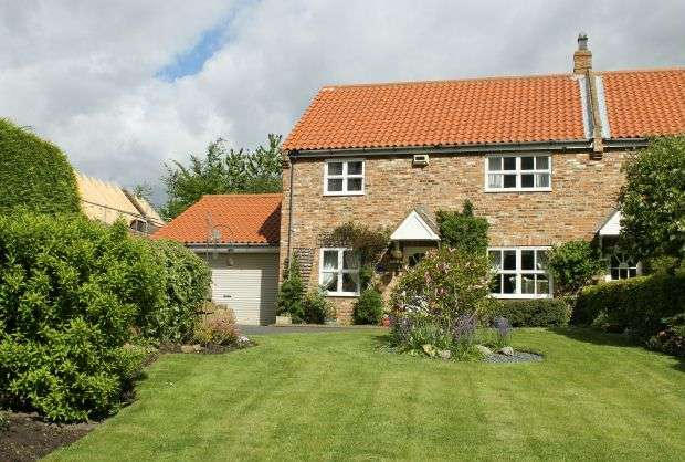 3 Bedrooms Cottage House for sale in Meadowview Cottage, Yearby Road, Yearby