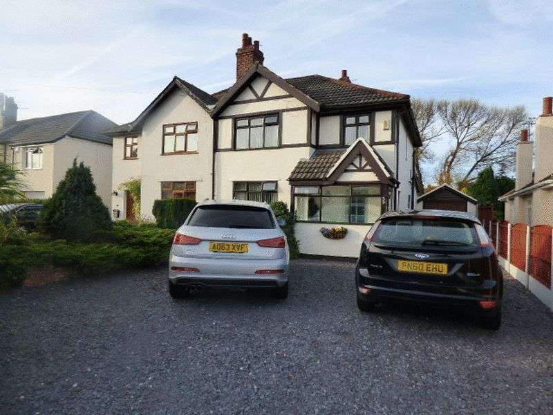 3 Bedrooms Semi Detached House for sale in Moss Lane, Lydiate