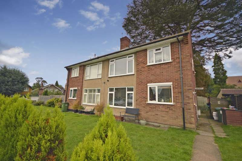 2 Bedrooms Flat for sale in The Glebe, Watford, WD25