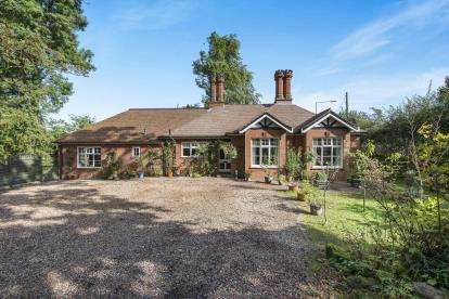 6 Bedrooms Detached House for sale in Suton, Wymondham, Norfolk