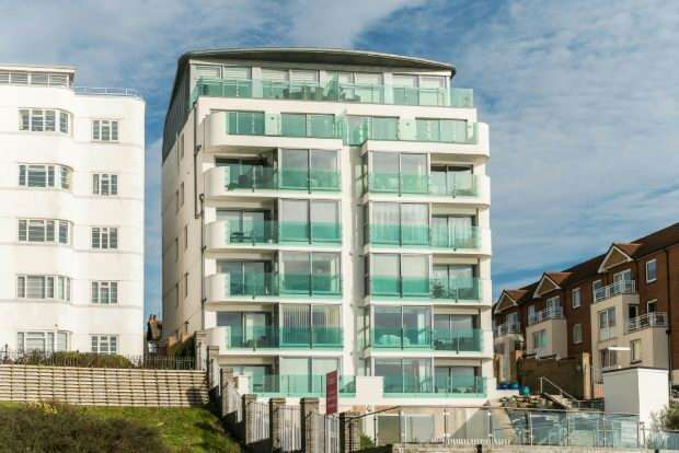 3 Bedrooms Flat for sale in Holland Road, Westcliff-On-Sea
