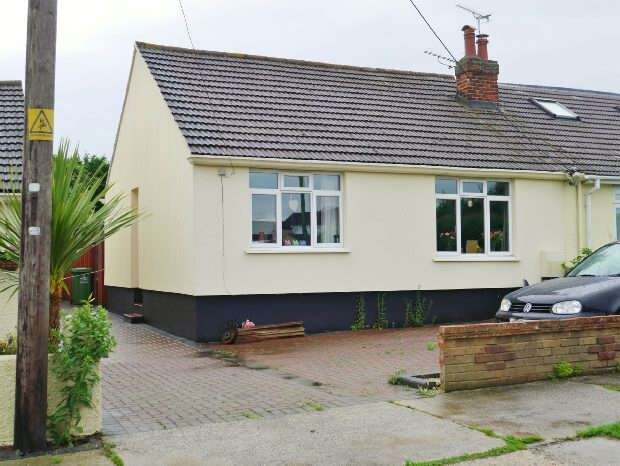 2 Bedrooms Semi Detached Bungalow for sale in Benfleet, Essex
