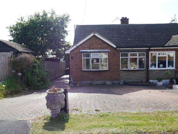 4 Bedrooms Semi Detached House for sale in Highlands Road, Bowers Gifford