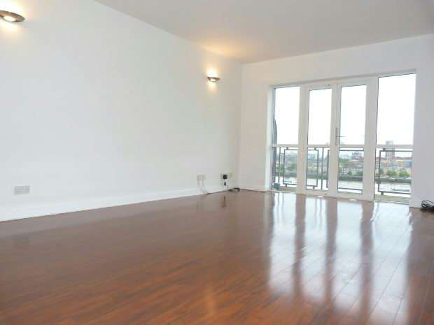 2 Bedrooms Flat for sale in Riverview Court, Old Bellgate Place, London
