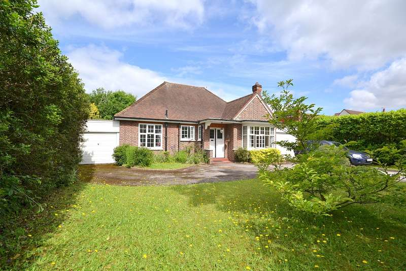 4 Bedrooms Bungalow for sale in Weybridge