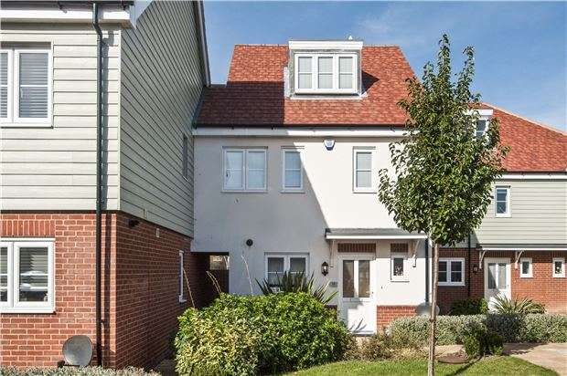 4 Bedrooms Property for sale in Sovereign Close, Eastbourne, BN23 6FE