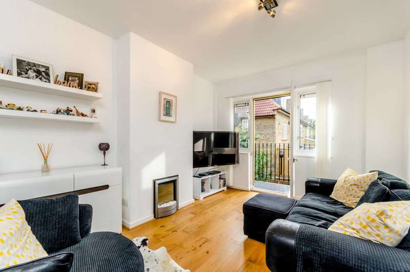 2 Bedrooms Flat for sale in Hawkesbury Road, Putney, SW15