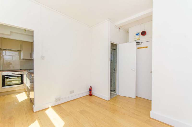 Studio Flat for sale in Holloway Road, Holloway, N7