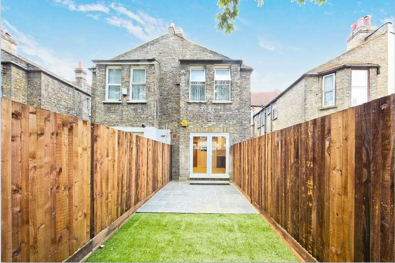 2 Bedrooms Flat for sale in Drayton Road, London