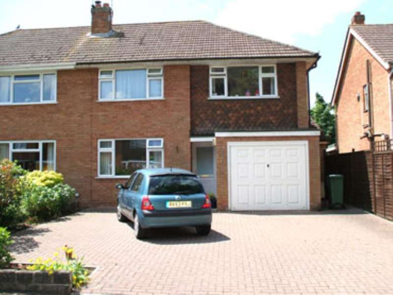 3 Bedrooms Property for sale in Bradene Close, Royal Wootton Bassett, Swindon