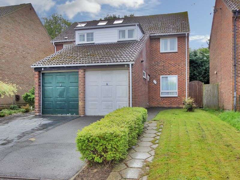 3 Bedrooms Semi Detached House for sale in Marlborough Close, Broadfield, Crawley, West Sussex