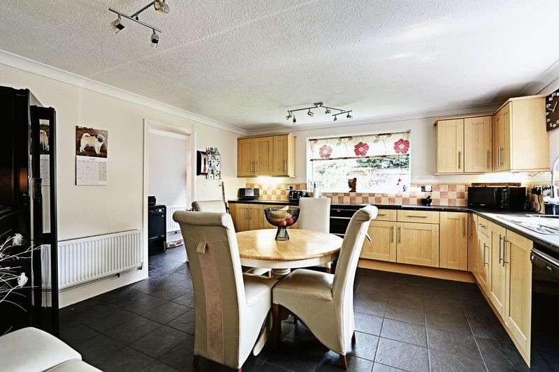 3 Bedrooms Detached House for sale in Lime Tree Avenue, Sutton-On-Hull