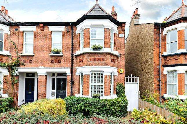 2 Bedrooms Maisonette Flat for sale in Clifden Road, Brentford