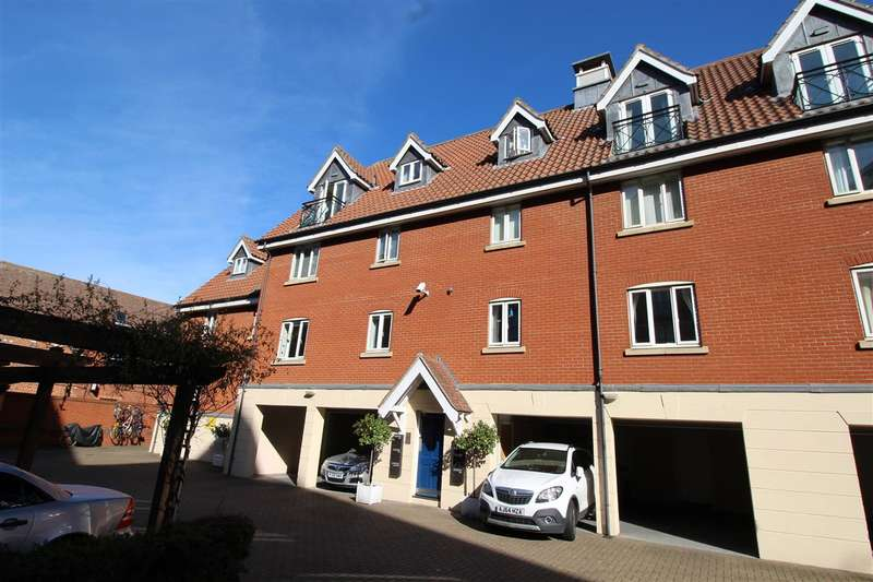 2 Bedrooms Apartment Flat for sale in Neptune Square, Ipswich