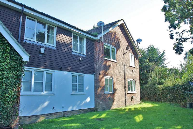 1 Bedroom Apartment Flat for sale in Kingcup Drive, Bisley, Woking, Surrey, GU24