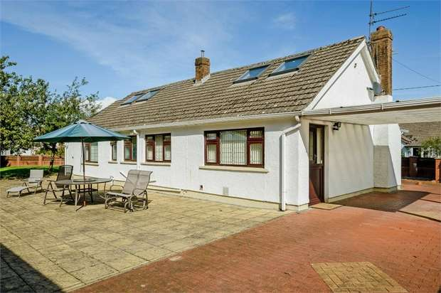 3 Bedrooms Detached Bungalow for sale in Church Close, Peterstone Wentlooge, Cardiff, Newport