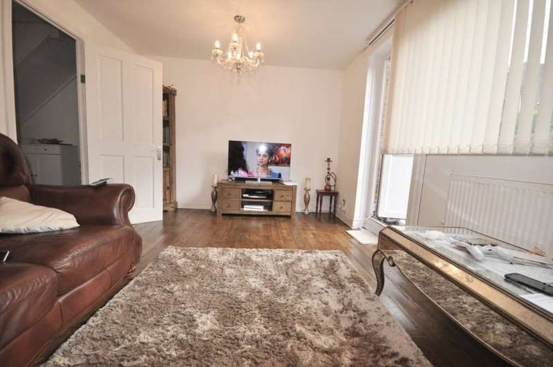 3 Bedrooms Flat for sale in Lipton Rd, London