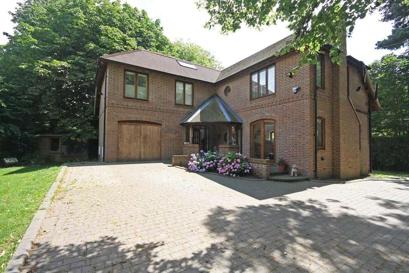 4 Bedrooms House for sale in 4 bedroom Detached House in Nutfield